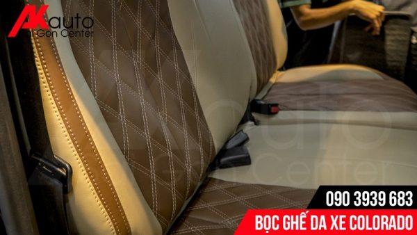 cận bề mặt ghế da colorado