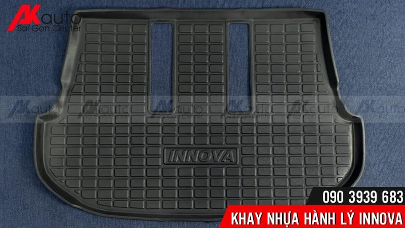 khay hành lý ô tô innnova