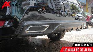 Lip chia pô xe Altis có tác dụng chống va đập