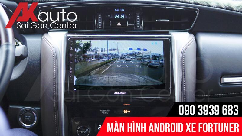 màn hình android ô tô fortuner hiển thị camera ô tô