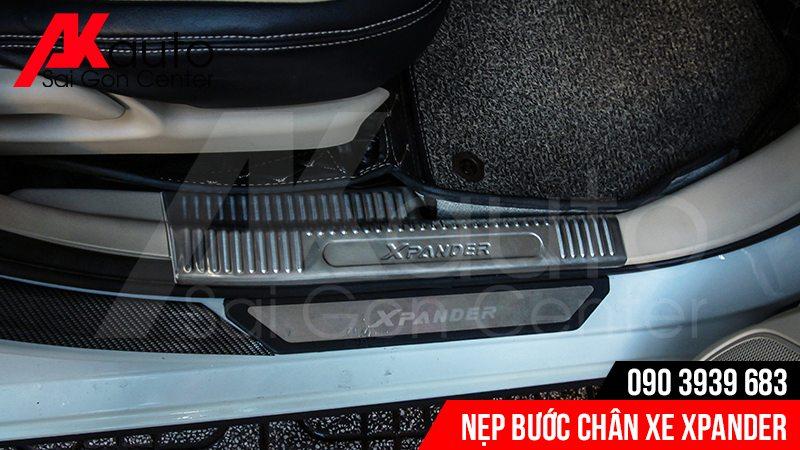 lắp nẹp bước chân trong ngoài xe xpander