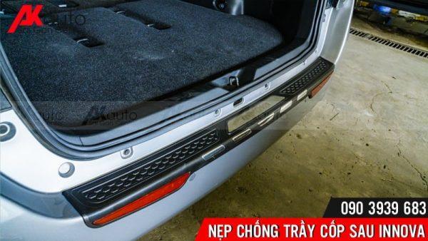 nẹp chống trầy cốp sau xe innova cứng cáp