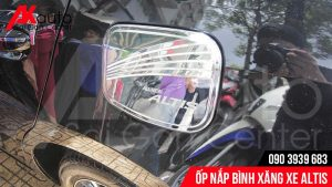 Ốp nắp bình xăng xe Altis bảo vệ và hạn chế trầy sơn