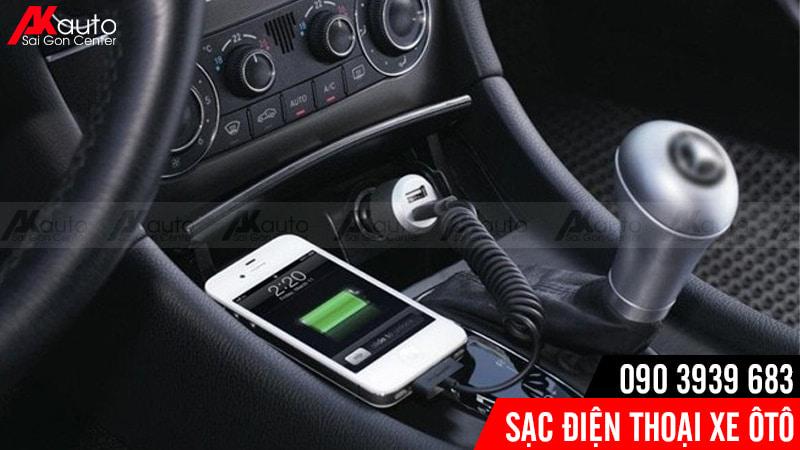 trang bị sạc điện thoại ô tô tiện lợi