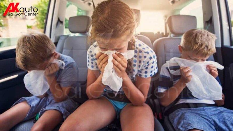 mùi hôi khó chịu trong ô tô