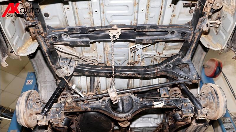 gầm xe ô tô rỉ sét sau thời gian sử dụng