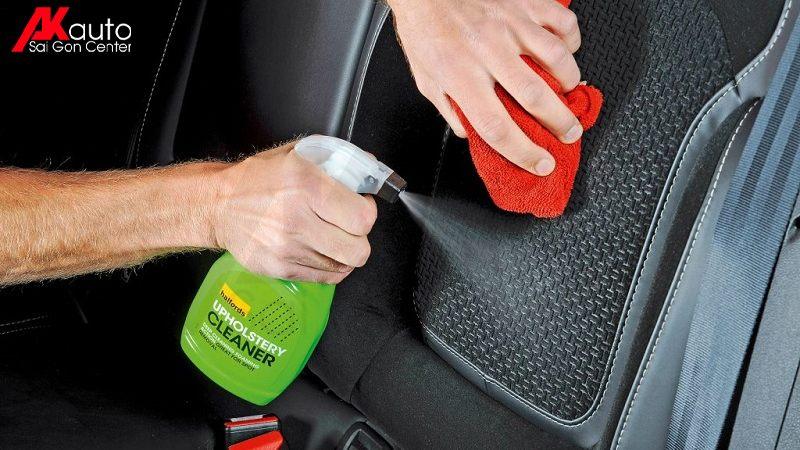 Xịt dung dịch vệ sinh ghế nỉ ô tô