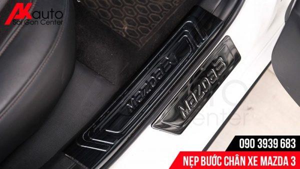 lắp nẹp bước chân Mazda 3 titan