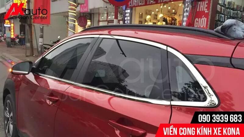 lắp viền cong kính cho xe hyundai Kona