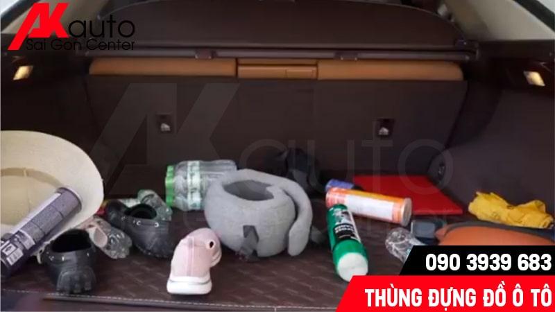 sử dụng thùng đựng đồ đạc trên ô tô